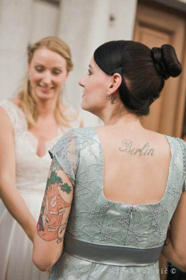 berlin tatoo at the back - wedding guest