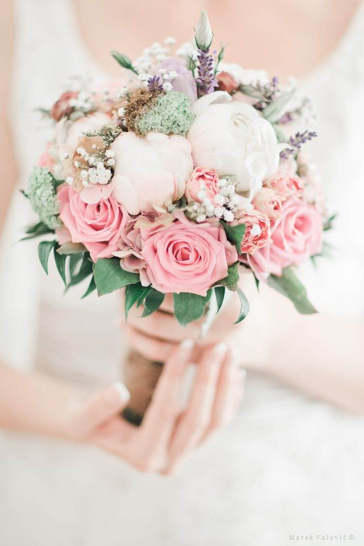 fantactic wedding bouquet pastel colors