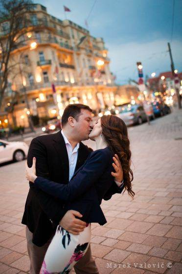 kissing in Vienna's streets