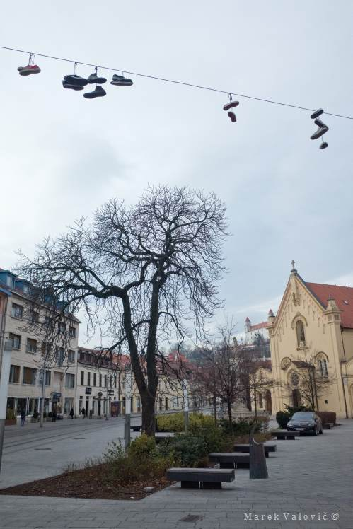 Photo Reporter Bratislava | shoes on Cable