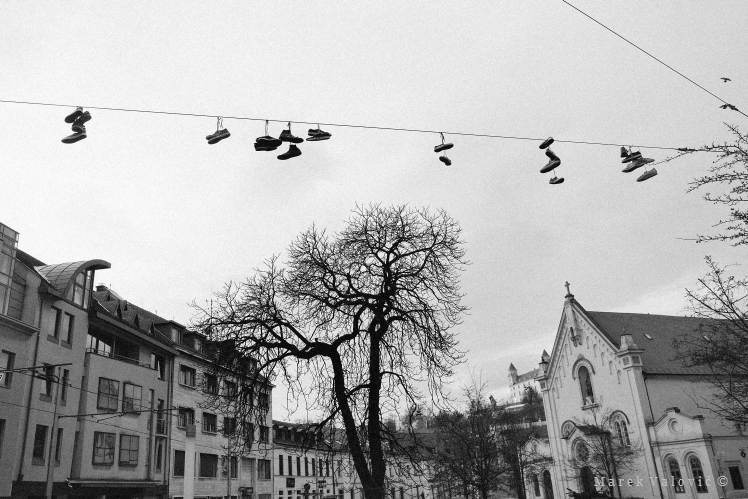 observational  photojournalism photographer Bratislava | shoes on the cable