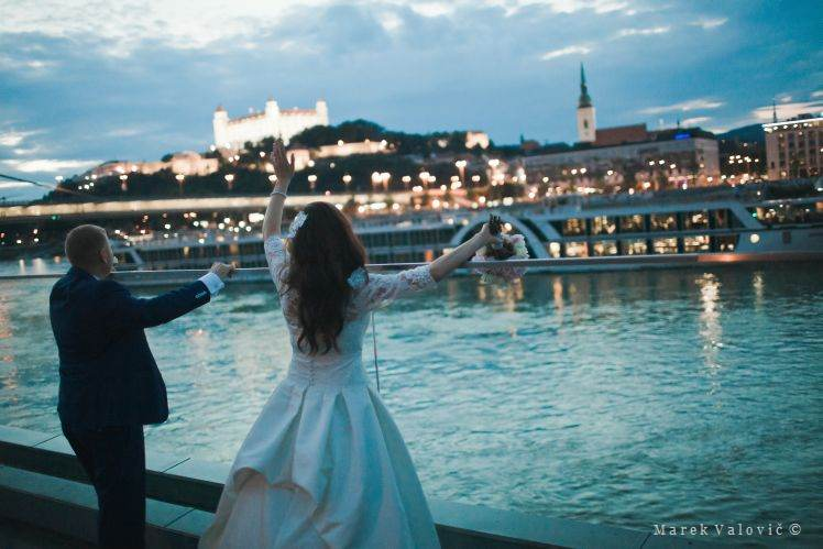 wedding at River's Club Bratislava - Castle night View