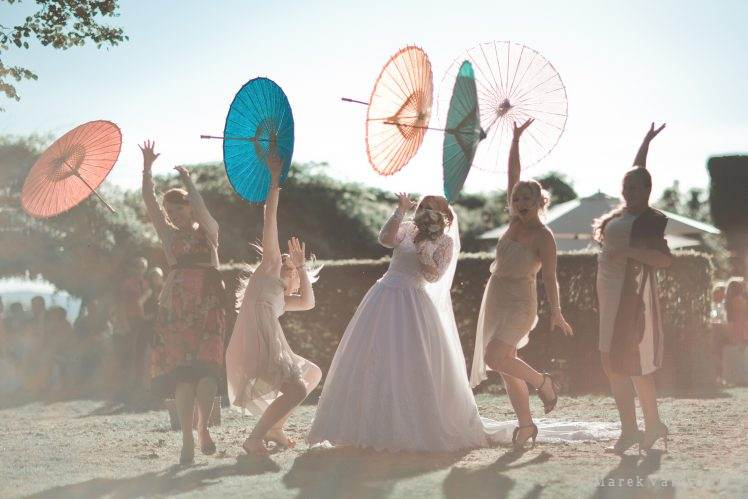 wedding moments - idea to use chinese umbrella