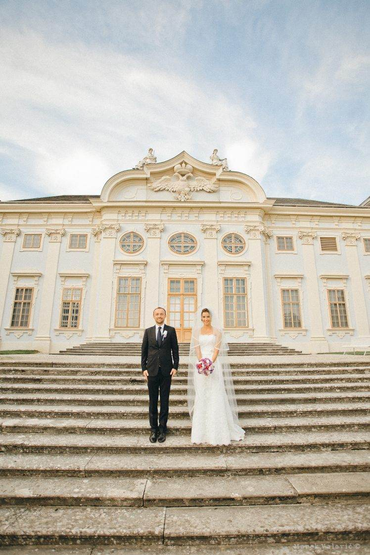 Bride and Groon at Castle's Halbturn stairs