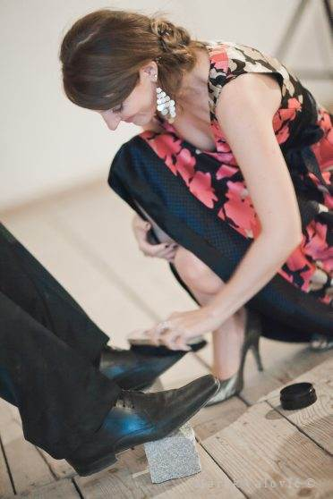 austrian wedding traditions - cleaning the shoes
