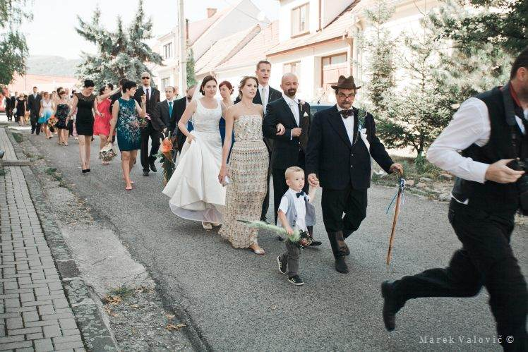 running wedding photographer