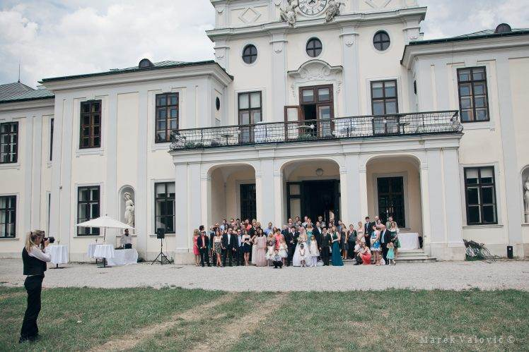 group photo Schloss Hetzendorf - Wedding photo backstage