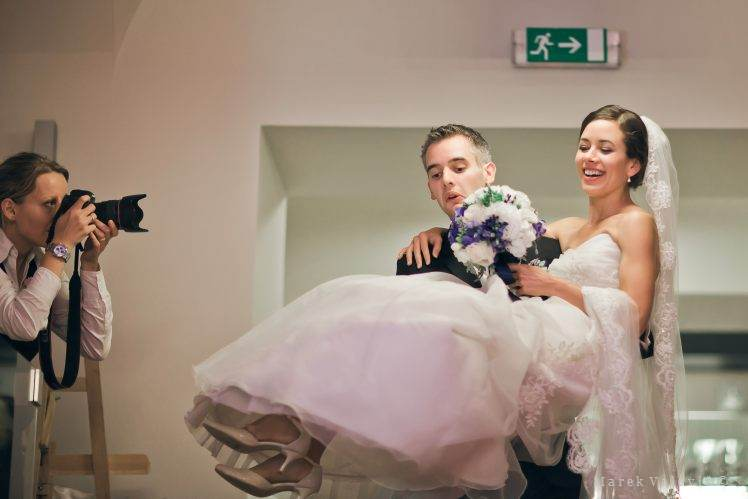 bride on the hands of groom - wedding photographer Bratislava