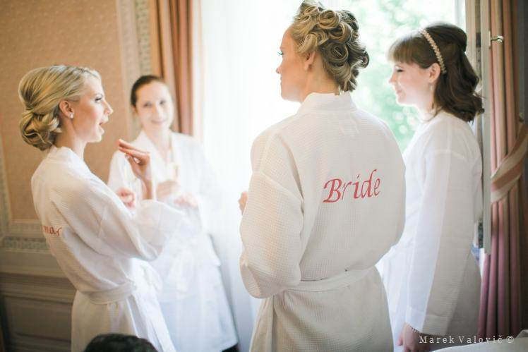 bride and firstmaids getting ready