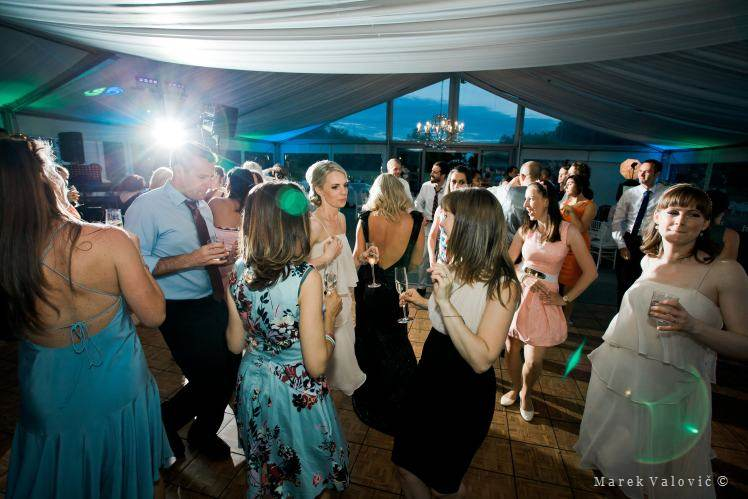 dancing on a wedding