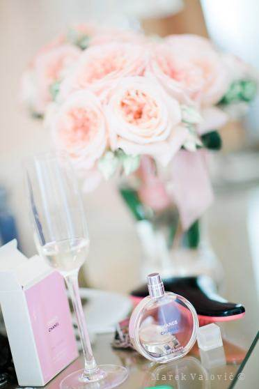chanel parfum on wedding
