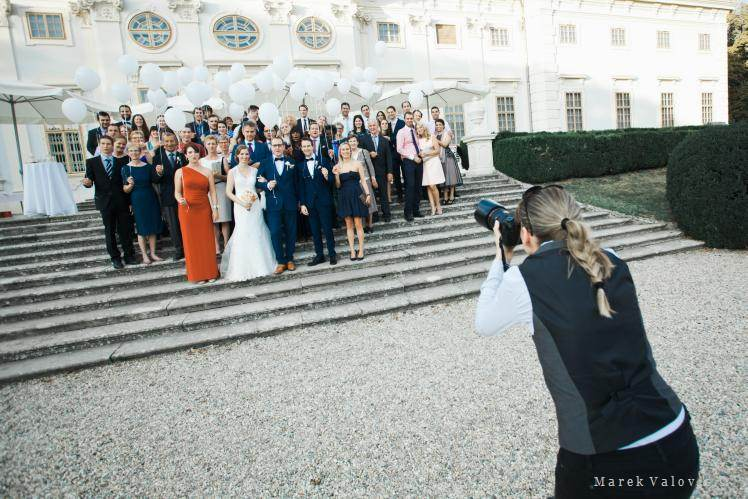 wedding photographer in action - Schloss Halbturn