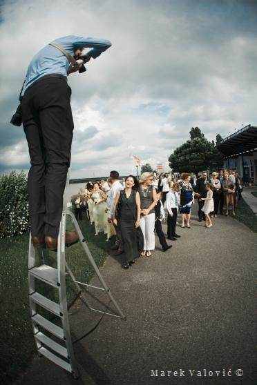 ledder photographer taking wedding grroup photo Vienna - backstage