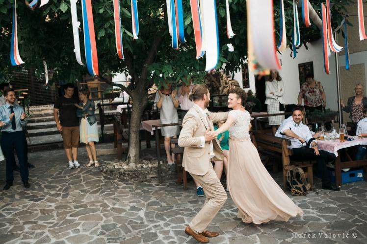 firts dance - traditional vintage wedding in Slovakia