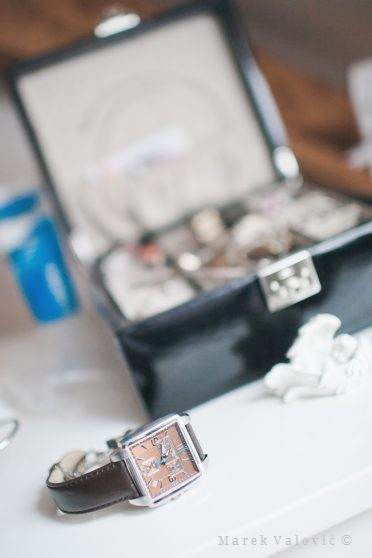 61f87e667d9c Štýlové pánske hodinky na svadbe - exkluzívne svadobné fotografie